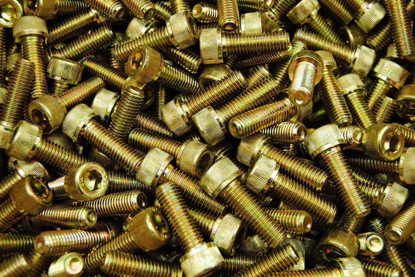 DIN 912 Zylinderschrauben mit Iinnensechskant gelb verzinkt 8.8 ( A3C ) Foto/Skizze: Schraube & Mutter 49429 Visbek
