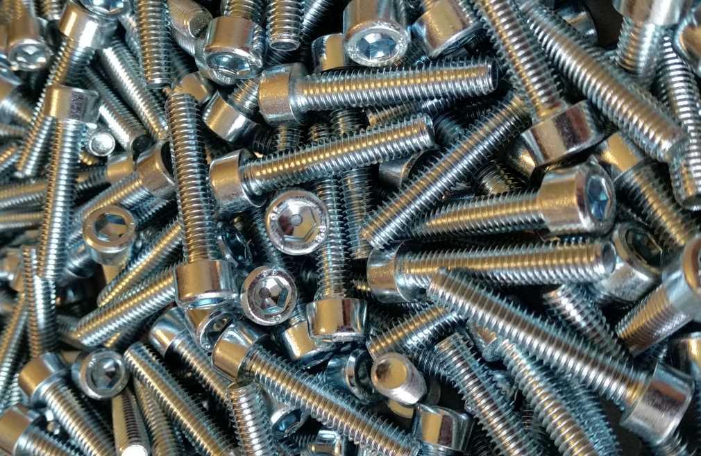 ISO 4762 Zylinderschrauben mit Innensechskant galvanisch verzinkt 8.8 Foto/Skizze: Schraube & Mutter 49429 Visbek