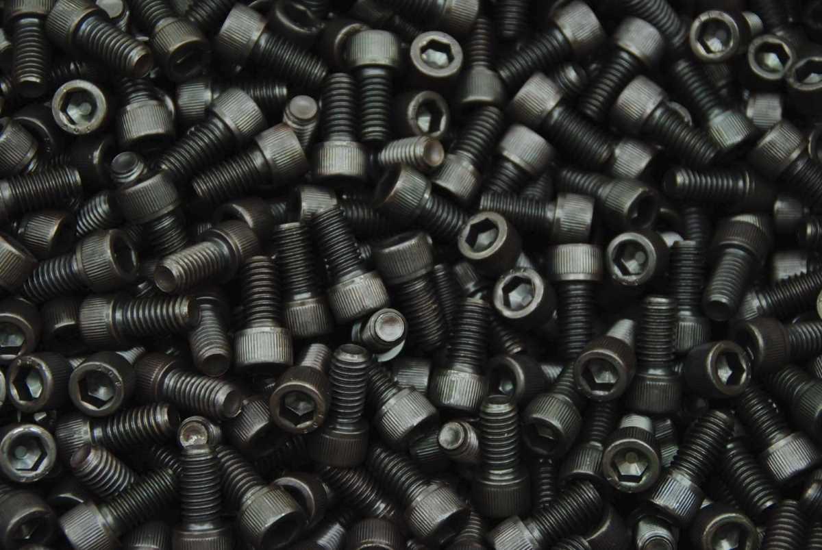 Schrauben M2 - die Bezeichnung für die metrische Nenngröße von 2,0 mm in der Verbindungstechnik und Befestigungstechnik für alle Verbindungselemente